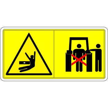 A három pont függesztő szerkezet kezelése esetén az emelő területen kívül tartózkodjon!